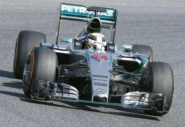 Hamilton lidera treinos para o GP da Espanha