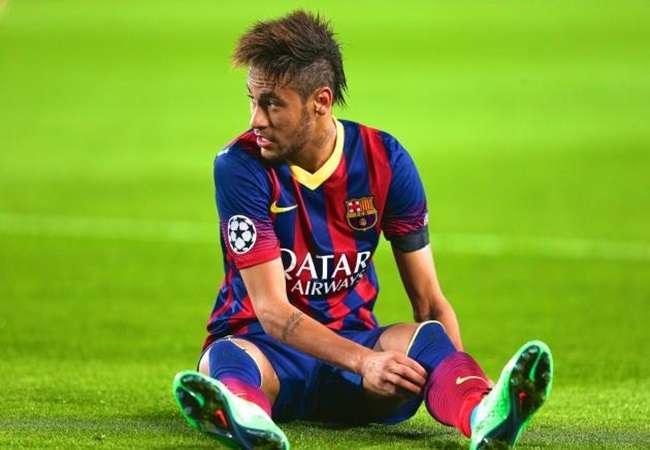 Neymar se reapresenta ao Barça e passa por exames