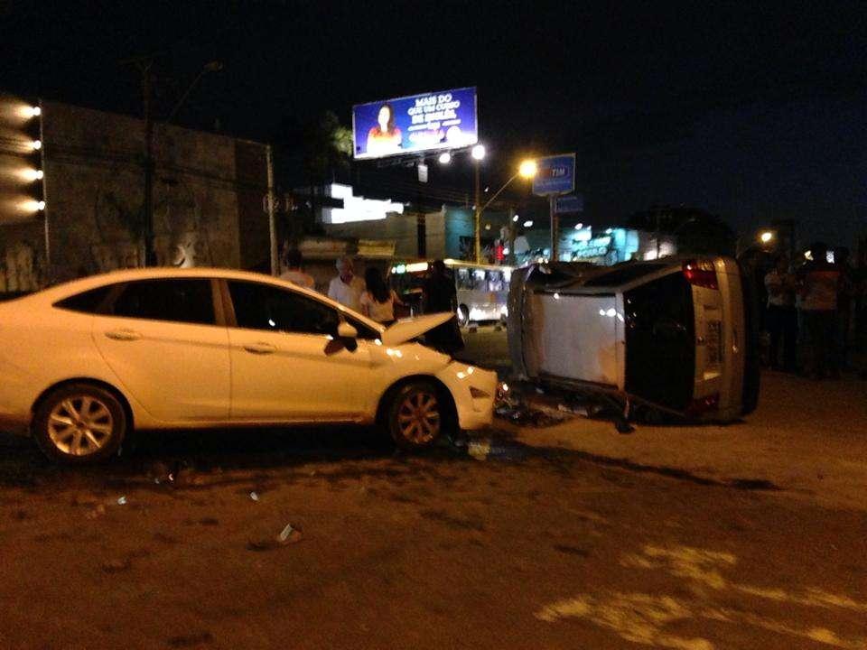 Jovem fica levemente ferida  em acidente na Avenida T-10, no Setor Bueno