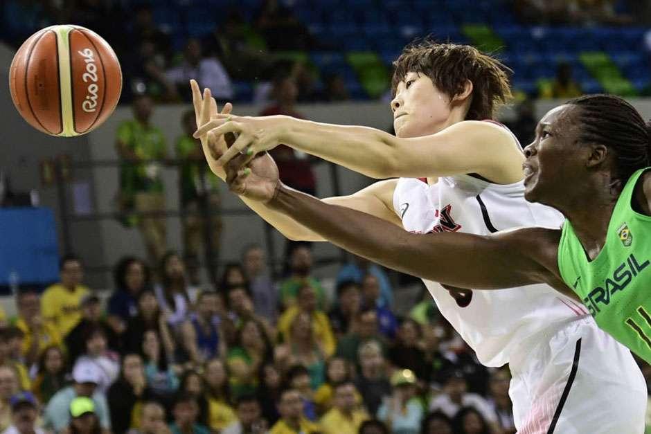 Brasil perde para Japão e fica em situação complicada no basquete feminino