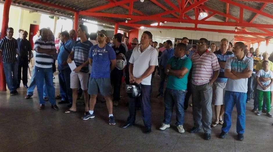Decisão sobre a greve dos motoristas de ônibus fica para esta terça-feira (16)