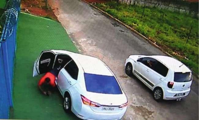 Homem morre após ser baleado na porta de sua empresa, em Goiânia