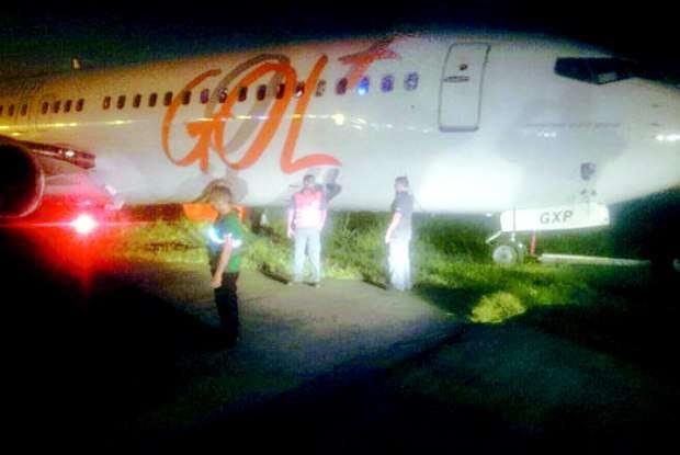 RJ: Avião da Gol derrapa na pista do aeroporto Santos Dumont e provoca pânico
