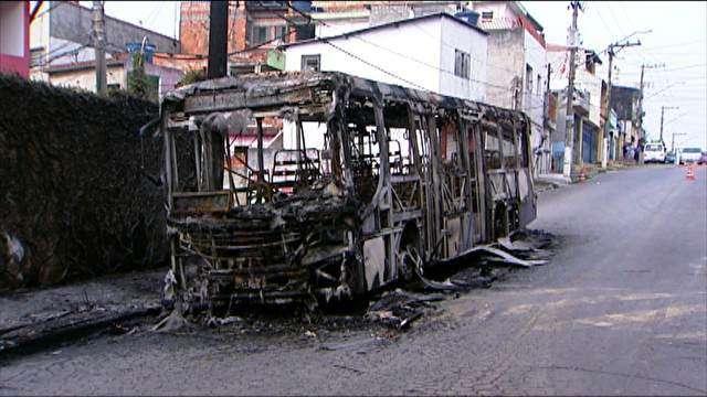 Criminosos jogam gasolina em grávida durante ataque a ônibus