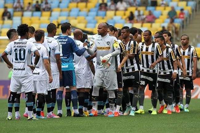 Grêmio vence Botafogo no Rio e segue sem levar gol
