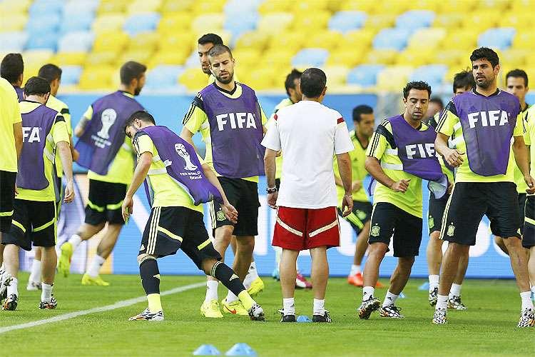 Em busca de recuperação, seleção da Espanha enfrenta o Chile no Maracanã