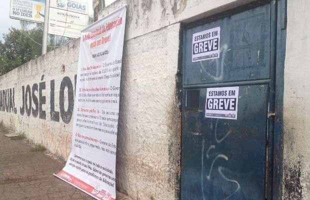 Professores estaduais entram em greve
