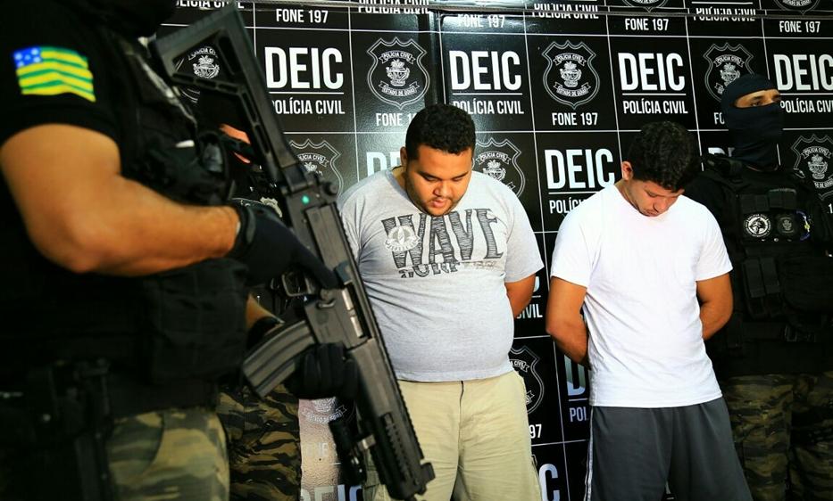 Polícia Civil prende dupla especializada em roubo de banco e de carro forte
