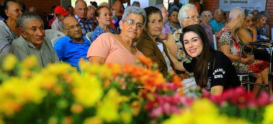 Delegacia do Idoso leva alegria, presentes e descontração a abrigo do Jardim Bela Vista
