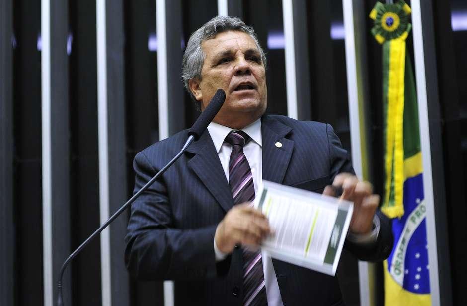 """Deputado diz que Dilma não foi torturada: """"conversa fiada"""""""
