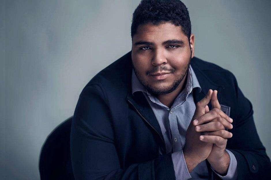 Humorista Paulo Vieira faz show de stand up no Benjamin Comedy Club