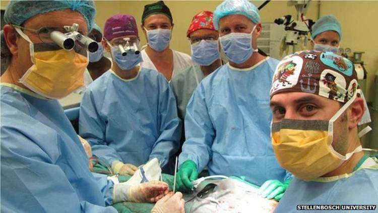 Médicos da África do Sul comemoram sucesso de transplante pioneiro de pênis