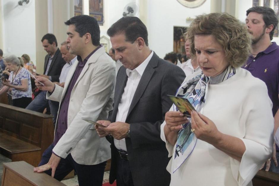 Vanderlan participa de missa em comemoração aos 83 anos de Goiânia