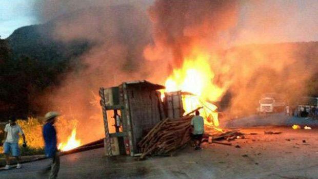 Acidente entre carros e carreta deixa 5 mortos em serra no Mato Grosso