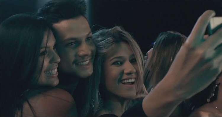 """Israel Novaes lança o videoclipe da música """"Selfie"""""""