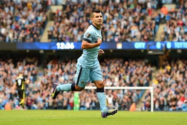 Em jogo de 4 pênaltis e 4 gols de Agüero, City goleia