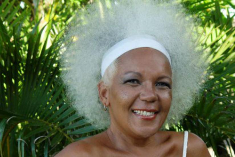 Cantora Loalwa Braz, do hit 'Chorando se Foi', é encontrada morta em carro incendiado