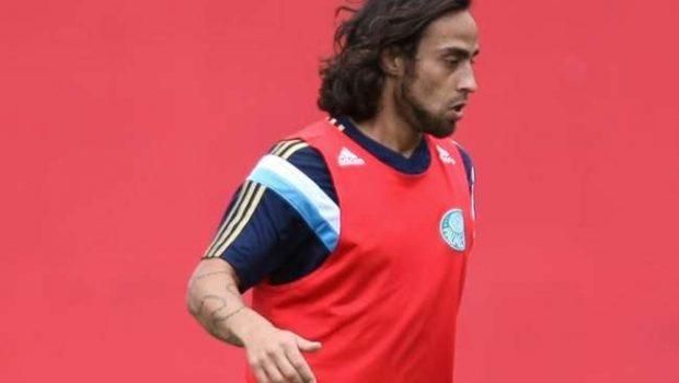 Com Valdivia, Dorival relaciona 23 para este domingo
