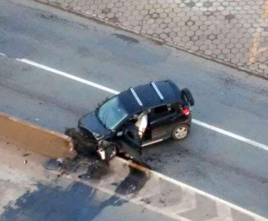 Motorista morre após colidir veículo em mureta de proteção de viaduto