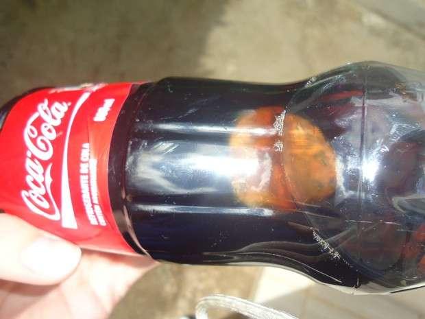 Fabricante da Coca-Cola é multada por objeto em garrafa