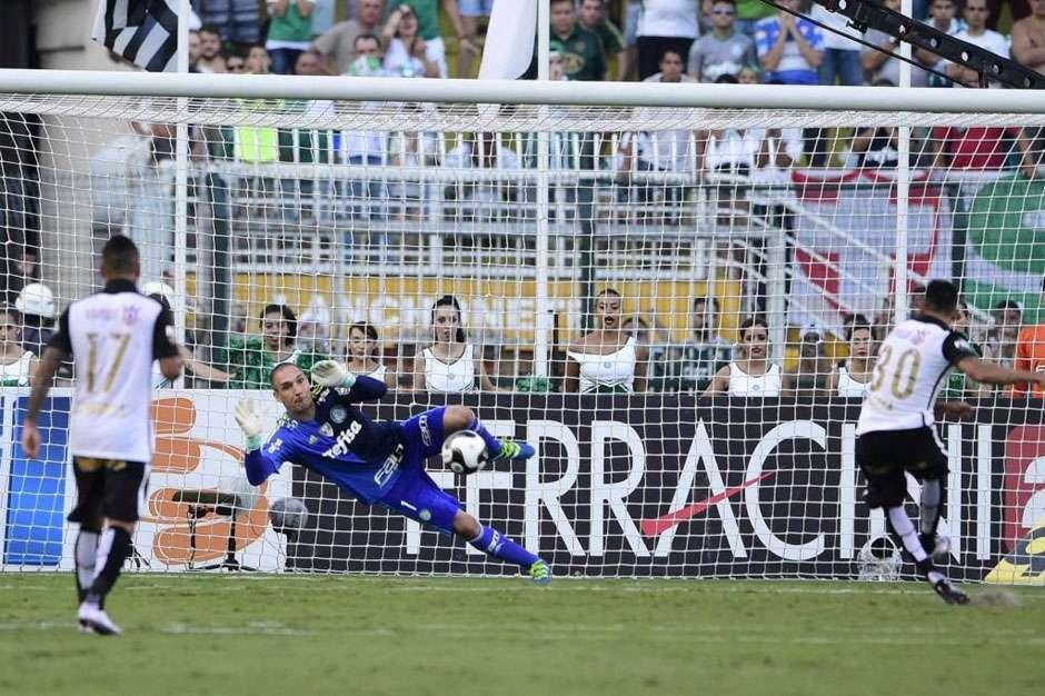 Com Prass defendendo penâlti e Dudu marcando, Palmeiras vence Corinthians no Pacaembu