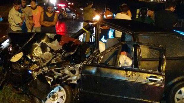 Após acidente, caminhoneiro morre ao cair com veículo dentro de lago em Anicuns