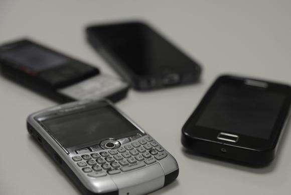 Nono dígito em celulares começa a valer neste domingo para cinco estados