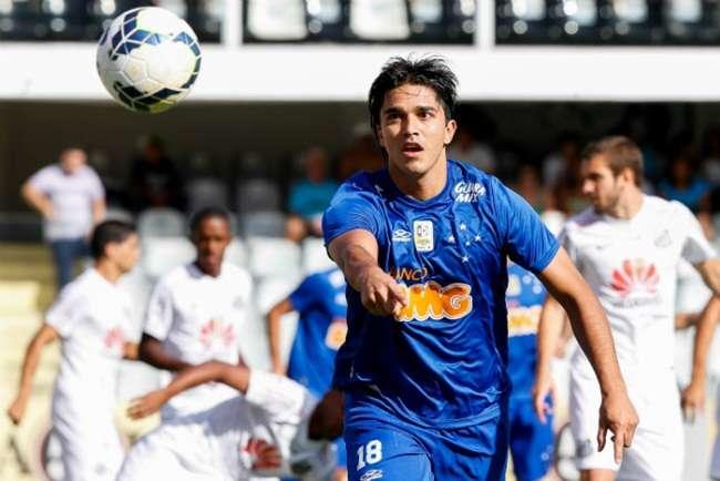 Cruzeiro ganha do Santos na Vila e se aproxima do título