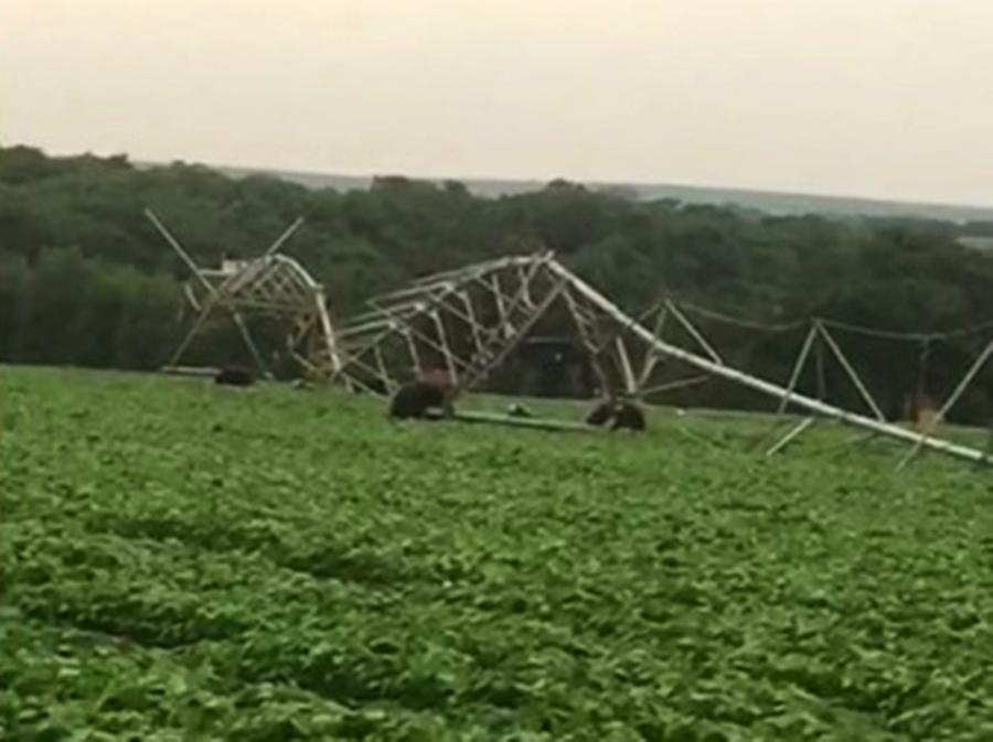 Ventania derruba pivô de irrigação em Vicentinópolis