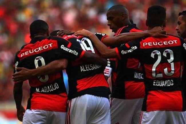 Flamengo arrasa Cruzeiro e coloca fogo no campeonato