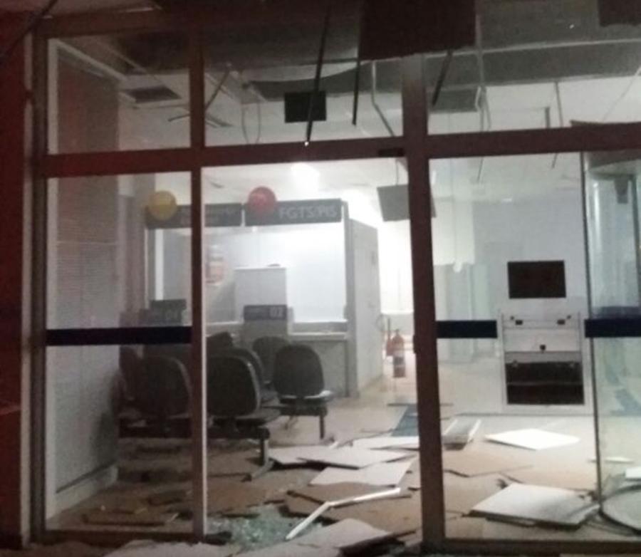 Bandidos explodem caixas eletrônicos de banco em Alexânia