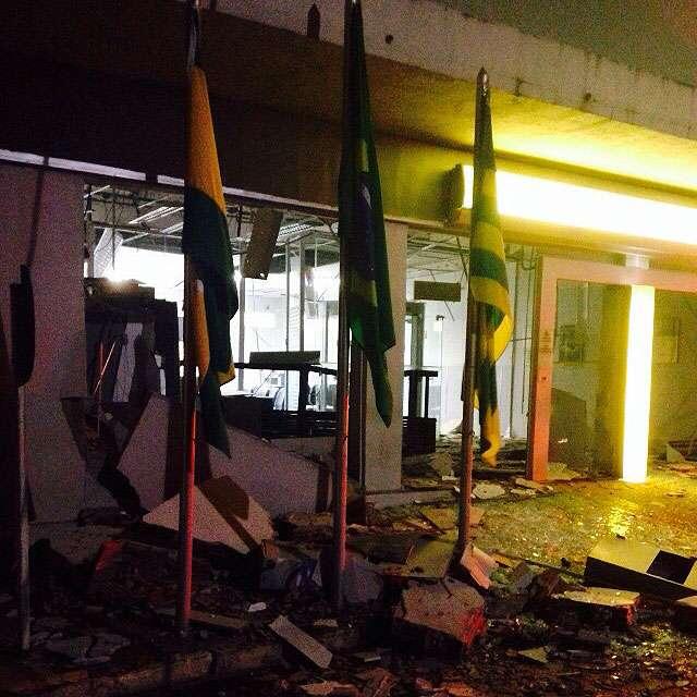 Bandidos arrombam caixas eletrônicos em três cidades no interior de Goiás