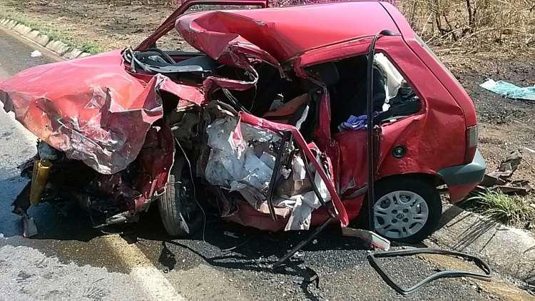 Homem morre após colidir carro frontalmente com uma carreta na BR-080