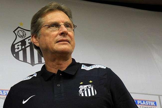 Oswaldo revela mágoa com o Santos e salários a receber