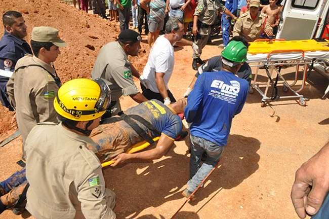 Bombeiros resgatam vítimas de soterramento em Iporá