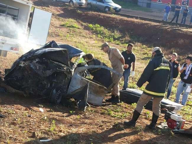 Duas pessoas morrem carbonizadas em acidente na BR-153, em Uruaçu