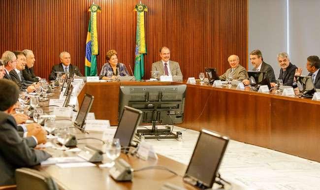 Dilma tem reunião com líderes aliados