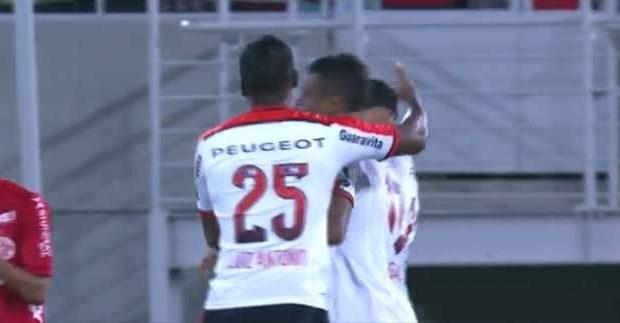 Flamengo vence por 1 a 0 em Natal e fica perto da vaga