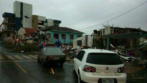 Tornado deixa ao menos dois mortos em Santa Catarina