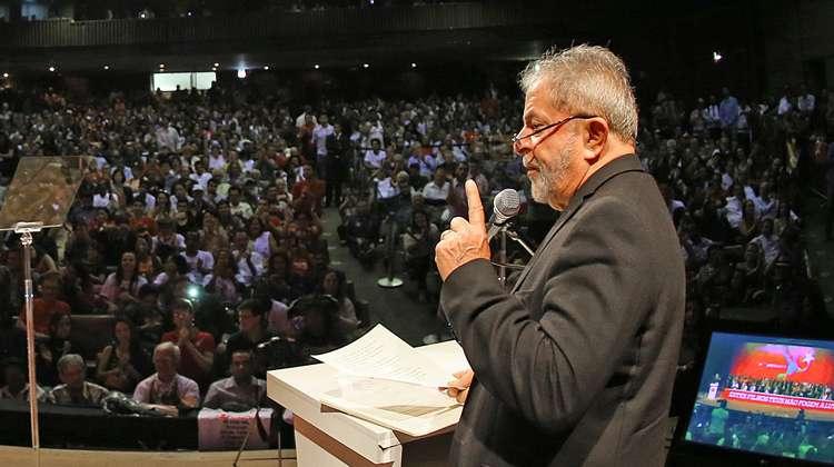 Lula distribui alfinetadas a adversários e críticas à imprensa