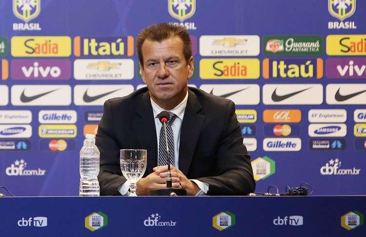Dunga convoca a Seleção Brasileira com Robinho, Elias e Souza