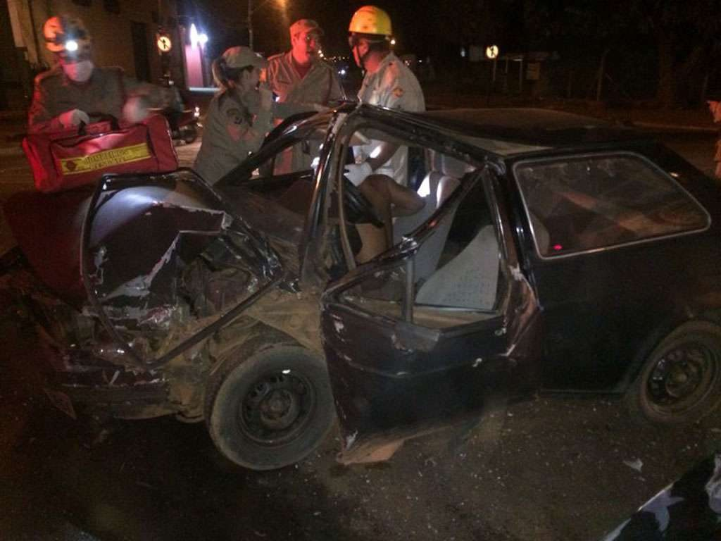 Duas pessoas ficam feridas em acidente na Perimetral Norte