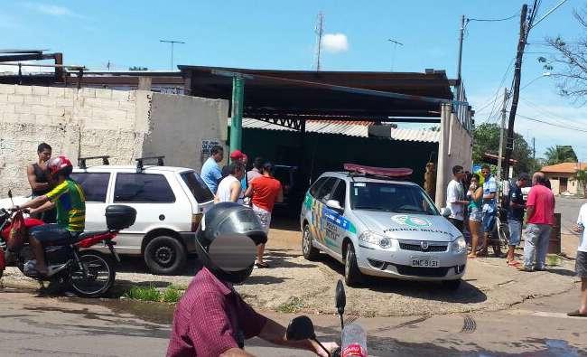 Jovem de 19 anos é morto atiros dentro de lava-jato no Jardim Mariliza