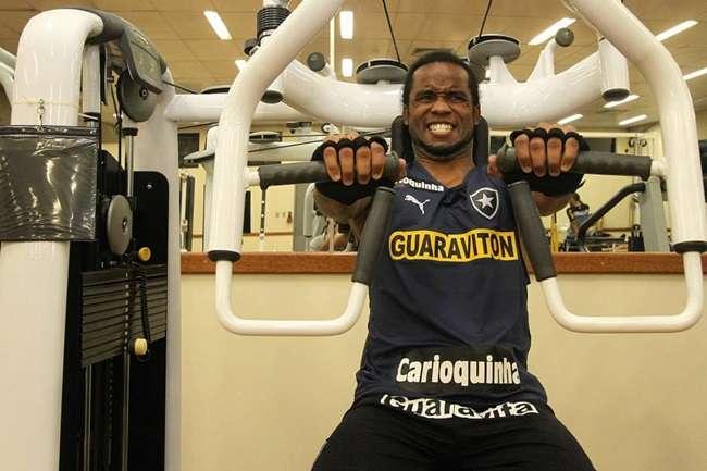 Botafogo pagará 1 mês de atraso com apoio do sindicato