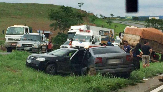 Sete pessoas ficam feridas em engavetamento ocorrido na BR-060