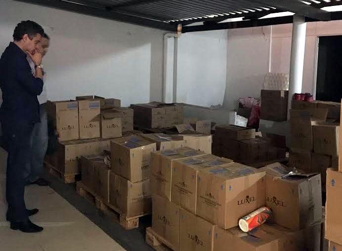 Polícia Civil fecha distribuidora clandestina de cosméticos, em Goiânia