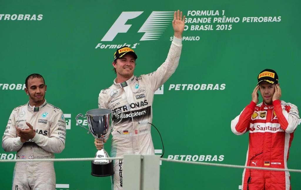 Rosberg segura Hamilton, vence de novo no Brasil e garante o vice