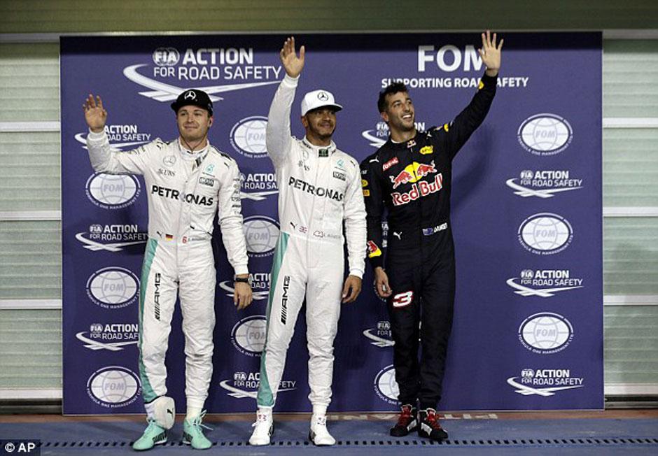 Hamilton larga na pole em Abu Dabi, mas com Rosberg ao lado