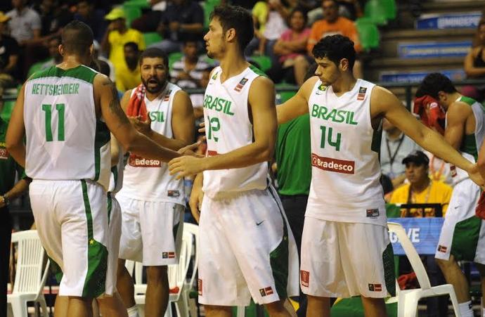 Brasil perde da Argentina e avança em 2º no basquete