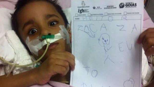 Gêmeo siamês Heitor já se alimenta, diz hospital